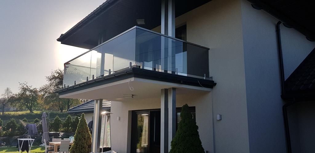Balustrady szklane zewnętrzne